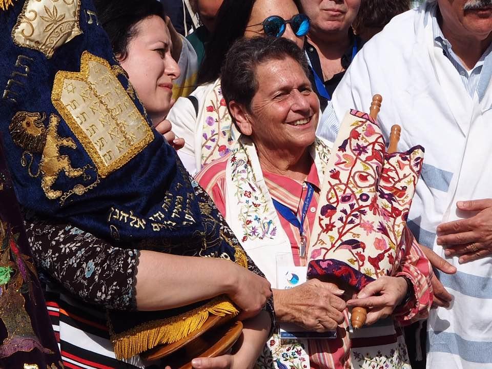 Liz Dunst holding the Torah at the Kotel