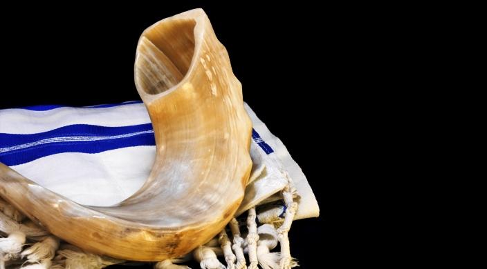 shofar leaning on tallit