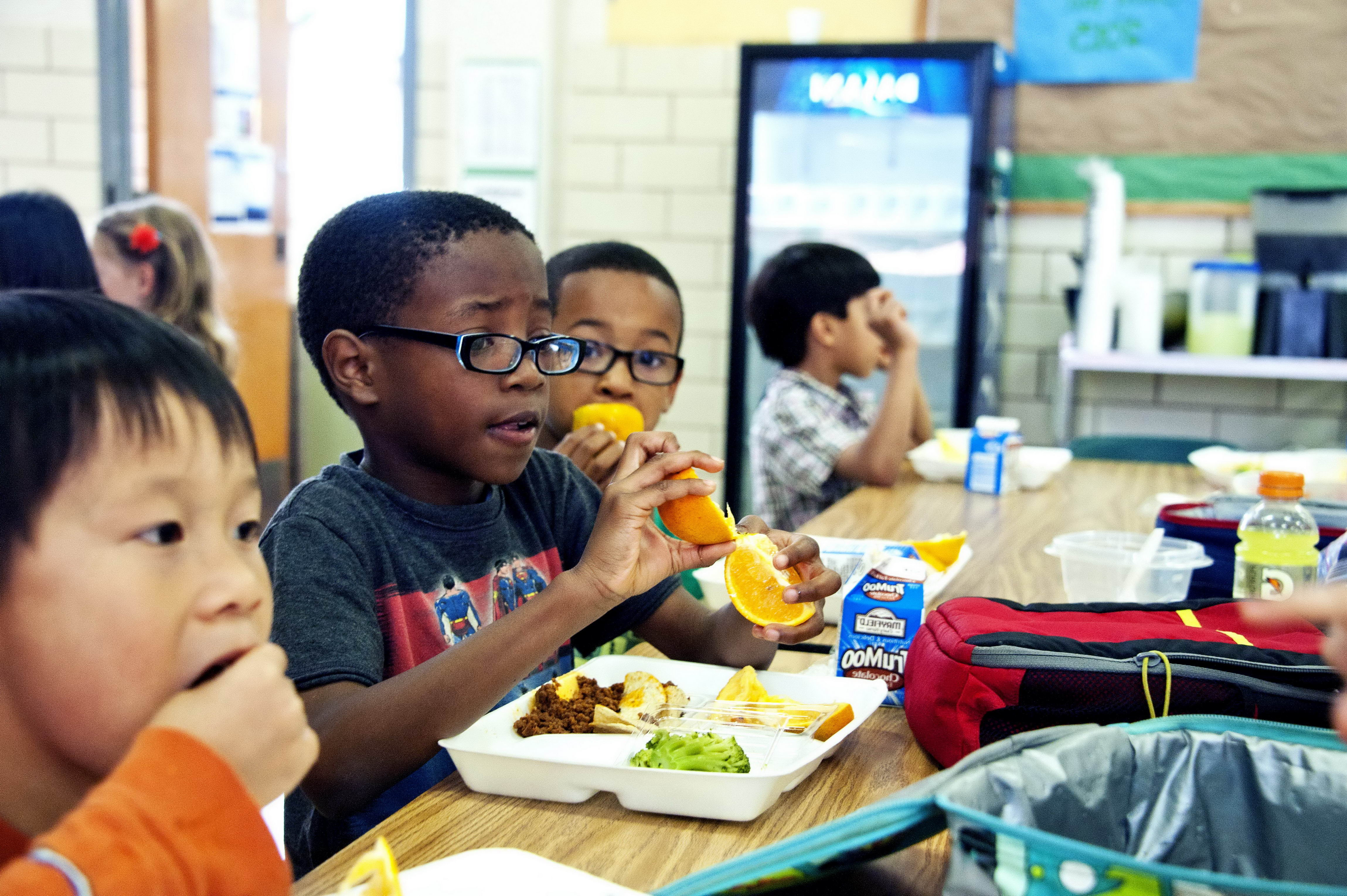 children eating lunch in school cafeteria