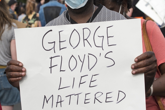 Man carrying sign that says - George Floyds Life Mattered